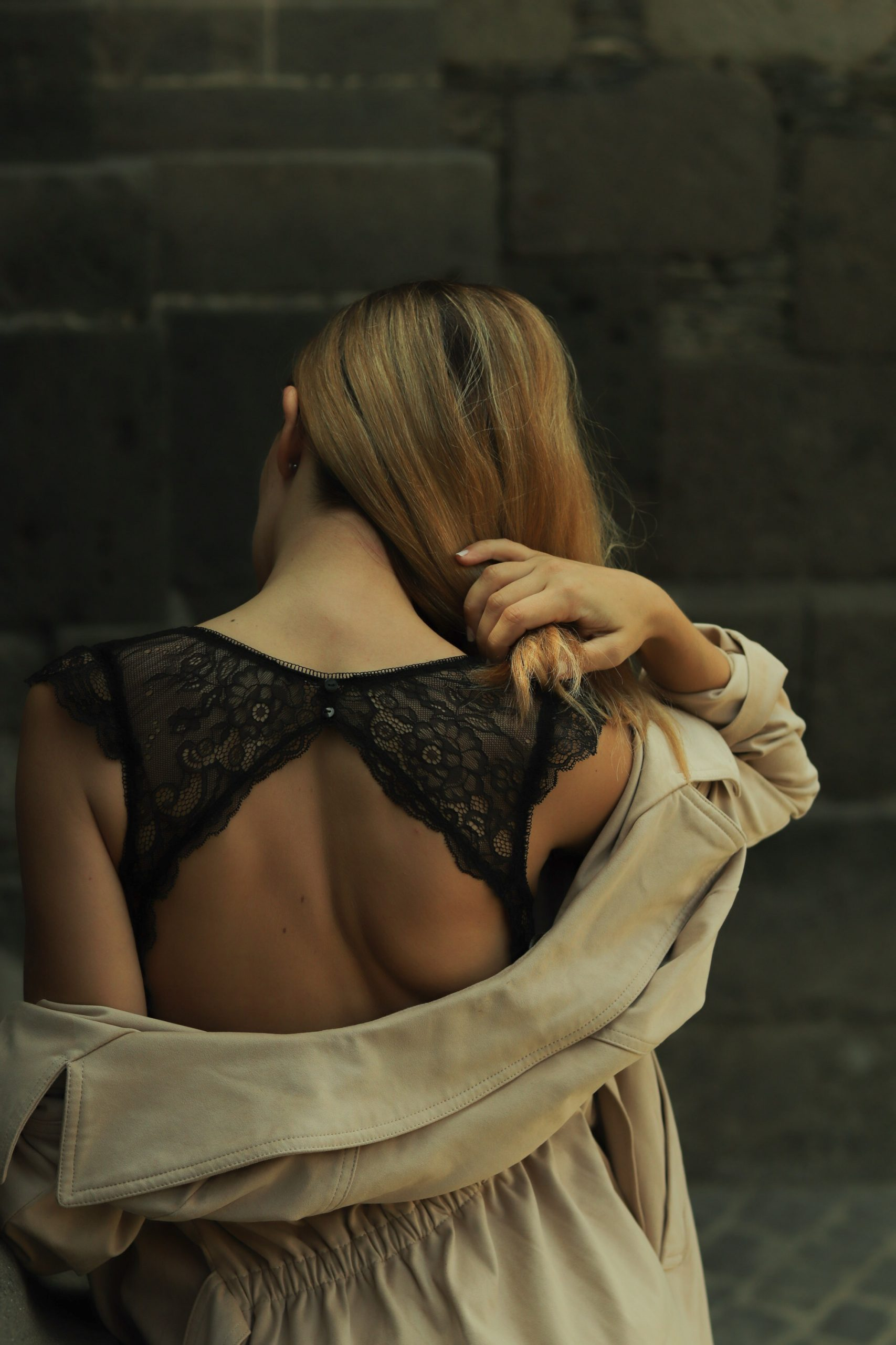 Sujetador bralette de encaje con detalles en los hombros, de Oysho