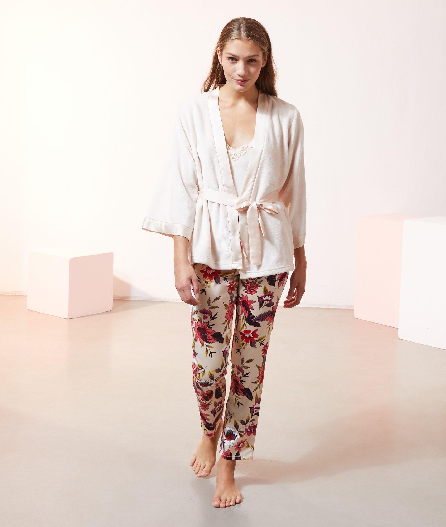 Pijama de temporada de tres piezas de Etam