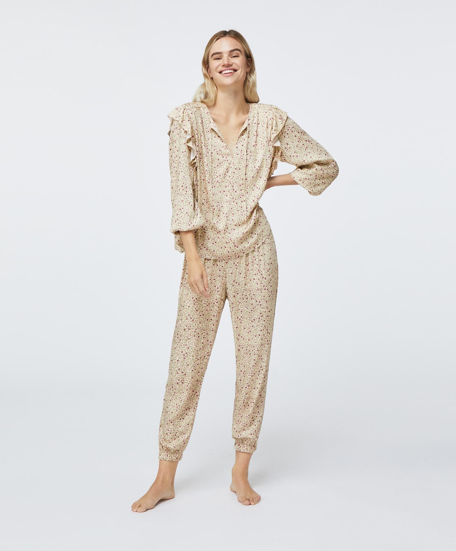 Pijama de temporada con estampado de flores Oysho