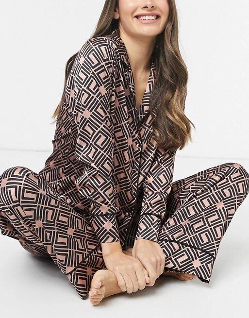 Pijama de temporada con monograma, de Asos